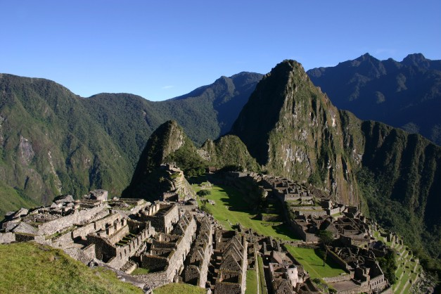 Machu_Picchu_early_morning