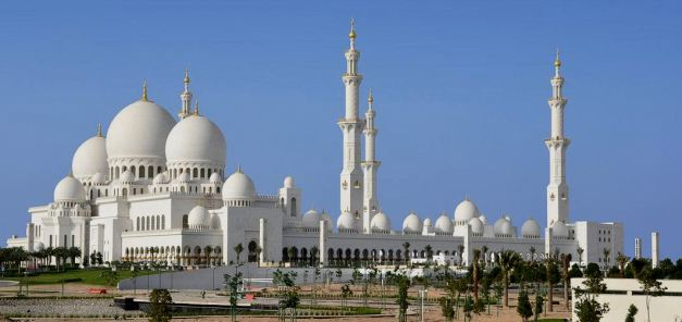 Most consider Dubai to be the capital of the UAE, the truth is though that the Capital is Abu Dhabi