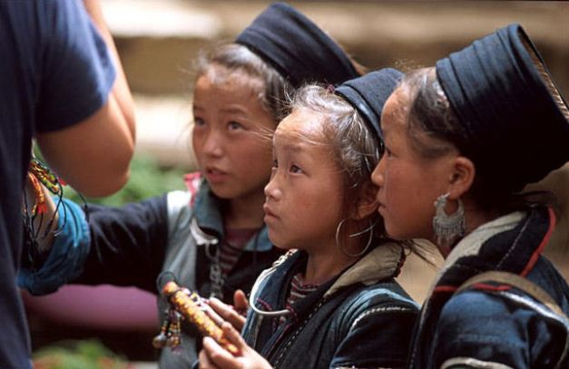 Black Dao girls in the markets of Sapa