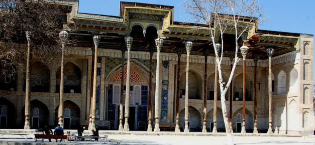 Bolo Khauz Mosque with beautiful ayvan in traditional style