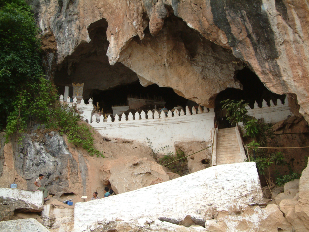 Entry to the caves at Pak Ou