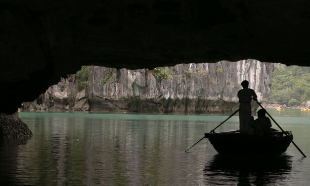 Me Cung Grotto, Halong Bay