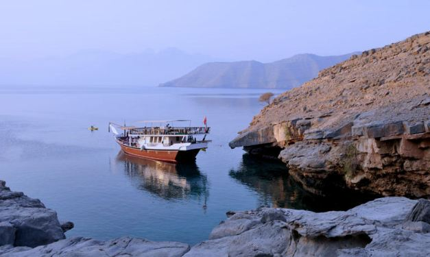 A Dhow Cruise is the more popular way to discover the coast of Musandum