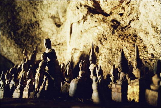Statues at Pak Ou