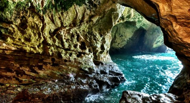 The Rosh Hanikra Grottoes are accesable via Cable Car